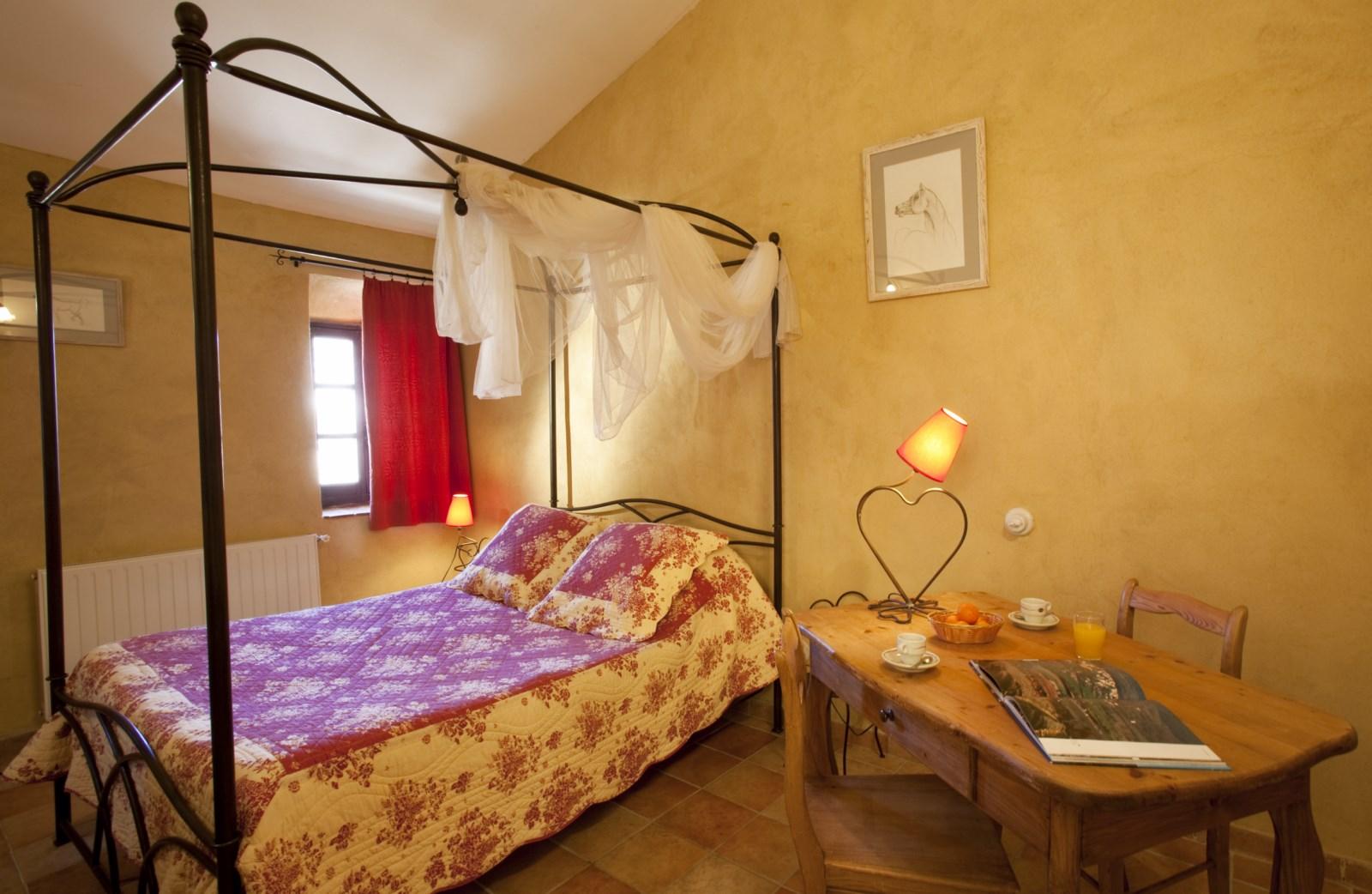 Chambre d 39 h tes en luberon location de vacances for Chambre d hote bonnieux