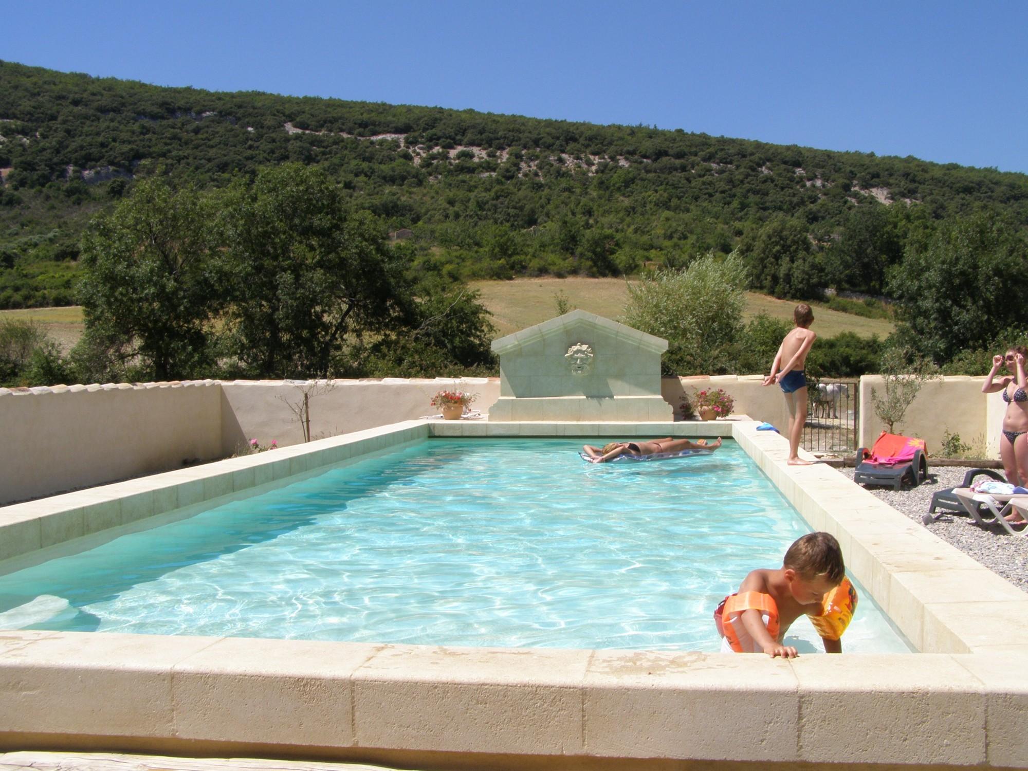 Chambre d 39 h te avec piscine proche du village de simiane for Chambre d hote avec piscine